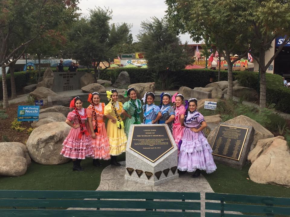 Roosevelt High School Folklorico Dancers, Los Danzantes De Roosevelt - 10-14-16
