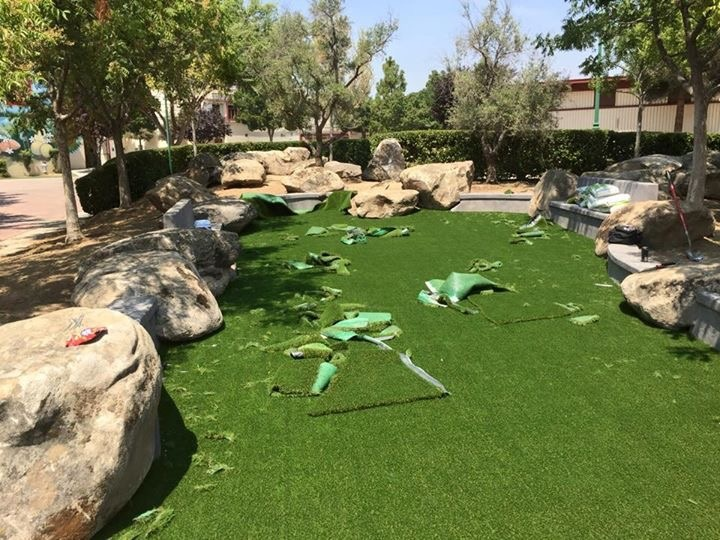 Putting in the artificial grass. Picture 1